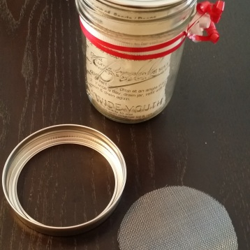 Put screen in metal ring, add storage lid, then screw onto jar.