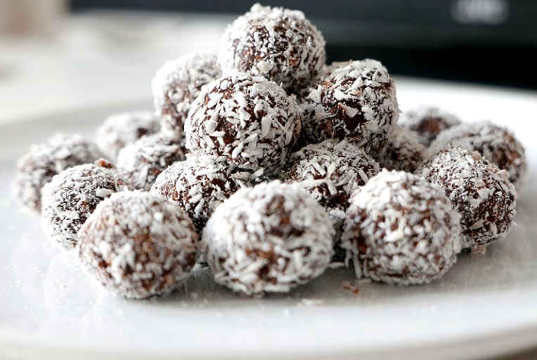 chocolate-truffles-with-coconut